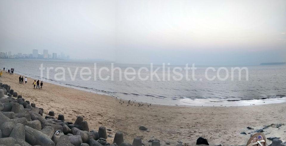 Mumbai's Marine drive in daylight