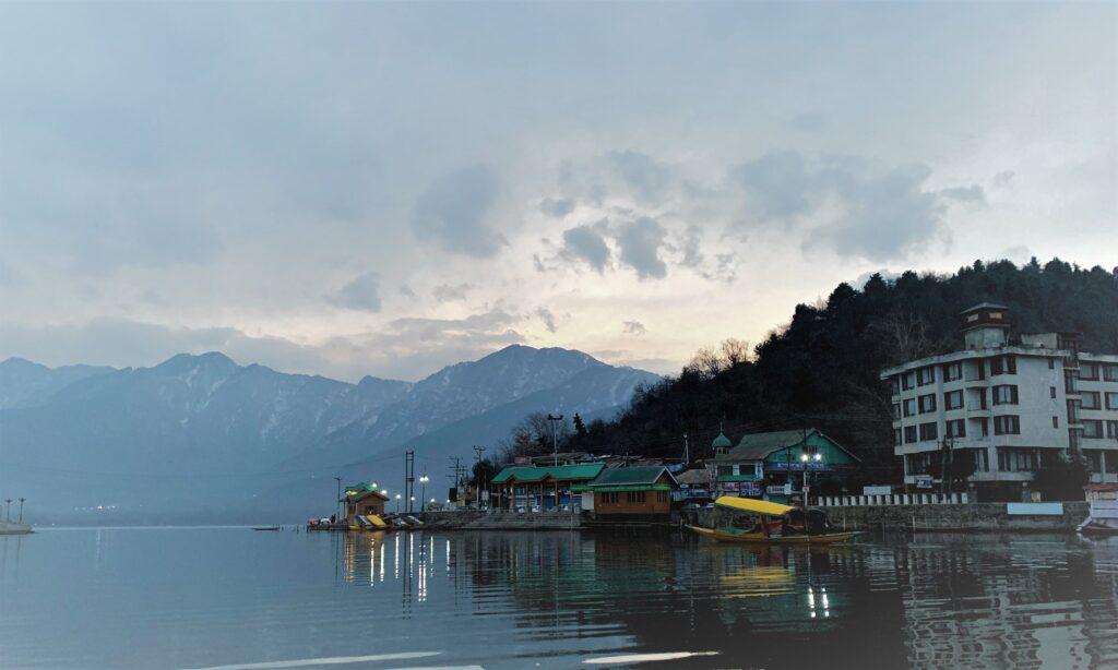 Mornings at Dal Lake